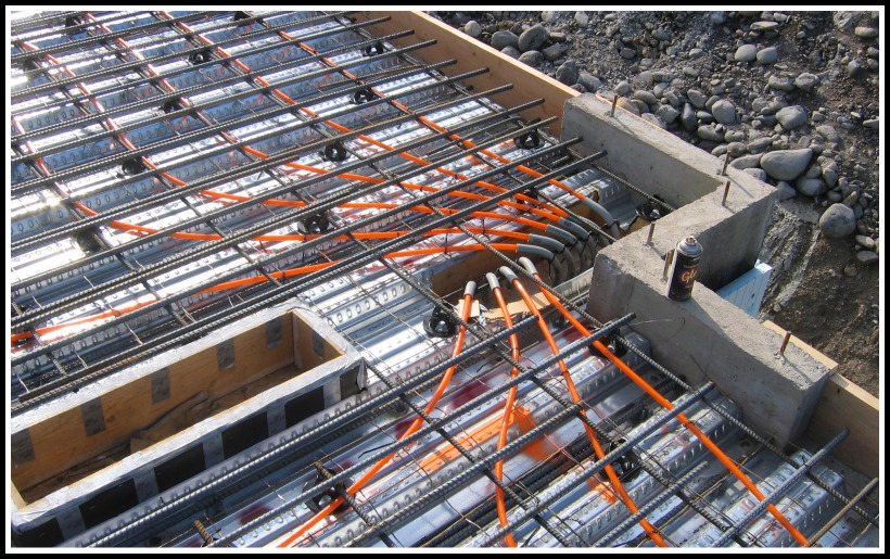 hydronic heating and rebar installed in preparation for the pour