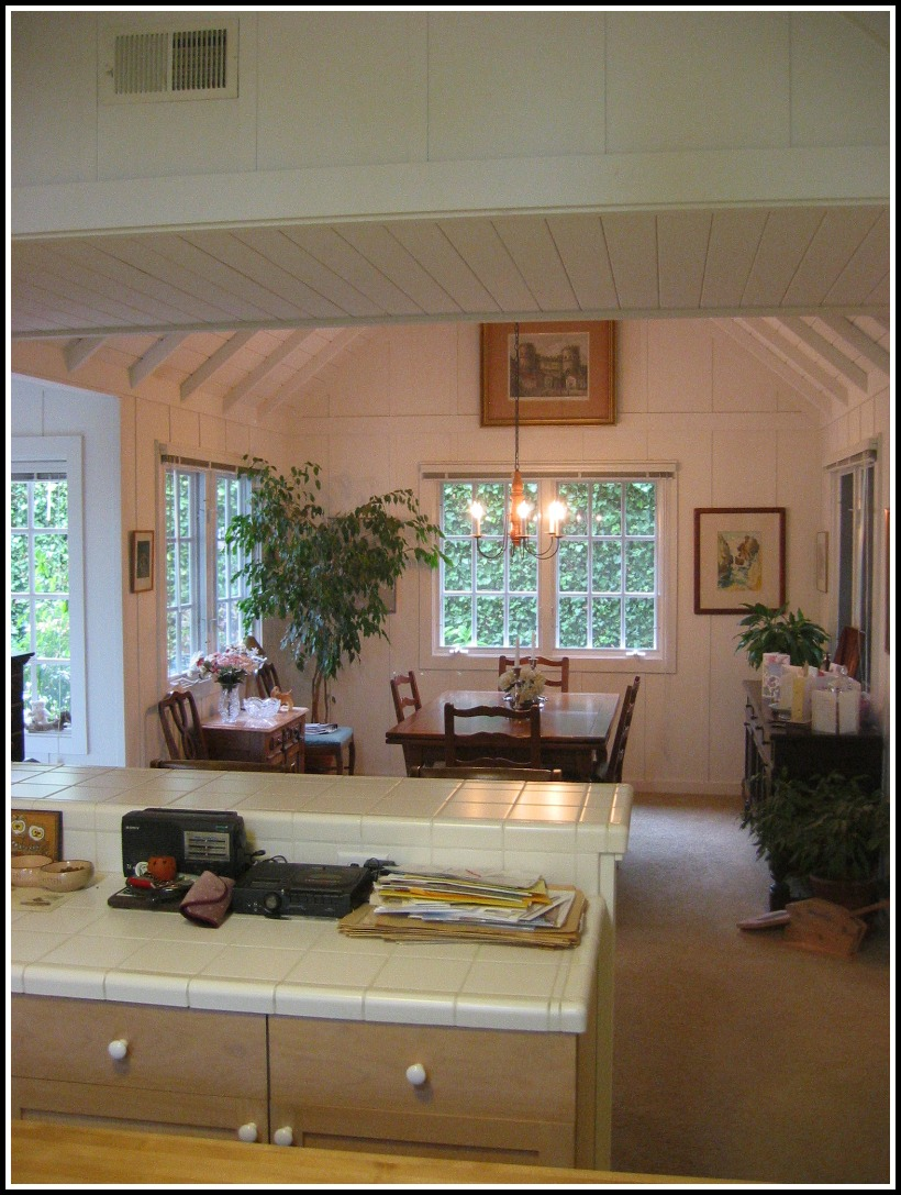 View over the breakfast bar into the dining room